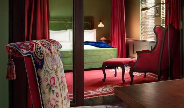 https://suiteness.imgix.net/destinations/new-york/gramercy-park-hotel/suites/gramercy-suite-gramercy-double-double/ny-gramercy%20park-gramercy%20suite-bedroom.jpg?w=96px&h=64px&crop=edges&auto=compress,format