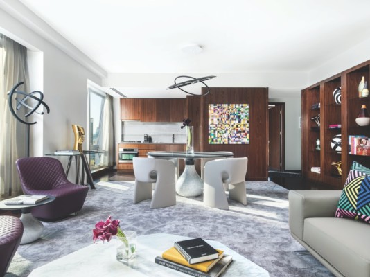 https://suiteness.imgix.net/destinations/new-york/langham-place-new-york-fifth-avenue/suites/roche-bobois-penthouse-suite/roche-bobois-penthouse-suite-living-room.jpg?w=96px&h=64px&crop=edges&auto=compress,format