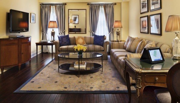 https://suiteness.imgix.net/destinations/new-york/hotel-plaza-ath-n-e-new-york/suites/classic-one-bedroom-suite-deluxe-king/ny-plaza%20athenee-classic%20suite-living%20room.jpg?w=96px&h=64px&crop=edges&auto=compress,format