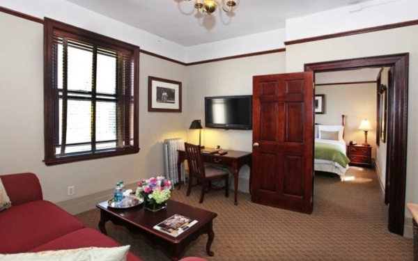 https://suiteness.imgix.net/destinations/new-york/hotel-wales/suites/two-bedroom-family-suite/king-bedroom-living-area.jpg?w=96px&h=64px&crop=edges&auto=compress,format
