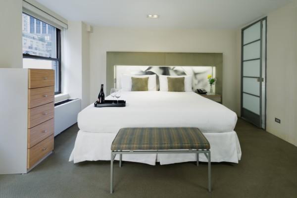 https://suiteness.imgix.net/destinations/new-york/shoreham-hotel/suites/one-bedroom-suite-one-bedroom-suite/one-bedroom-suite.JPG?w=96px&h=64px&crop=edges&auto=compress,format