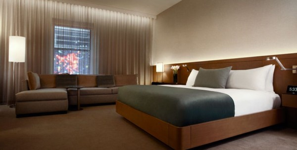 https://suiteness.imgix.net/destinations/new-york/the-knickerbocker/suites/corner-junior-suite-guestroom-1-king-or-2-queens/ny-knickerbocker-corner%20junior%20suite-bedroom.jpg?w=96px&h=64px&crop=edges&auto=compress,format