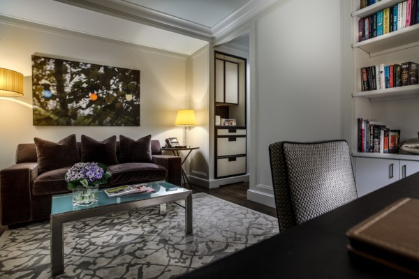 https://suiteness.imgix.net/destinations/new-york/the-mark/suites/seventy-seven-junior-suite-seventy-seven-room/ny-the%20mark-seventy%20seven%20suites-living%20room.jpg?w=96px&h=64px&crop=edges&auto=compress,format