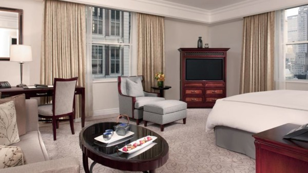 https://suiteness.imgix.net/destinations/new-york/the-peninsula-new-york/suites/junior-suite-grand-luxe-room/ny-peninsula_hotel-junior_suite-bedroom.jpg?w=96px&h=64px&crop=edges&auto=compress,format
