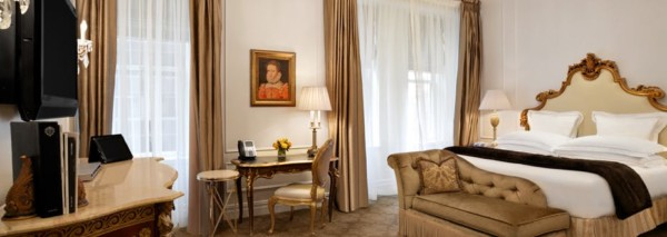 https://suiteness.imgix.net/destinations/new-york/the-plaza-hotel/suites/edwardian-suite-deluxe-king-room/ny-plaza-deluxeking-bedroom.jpg?w=96px&h=64px&crop=edges&auto=compress,format