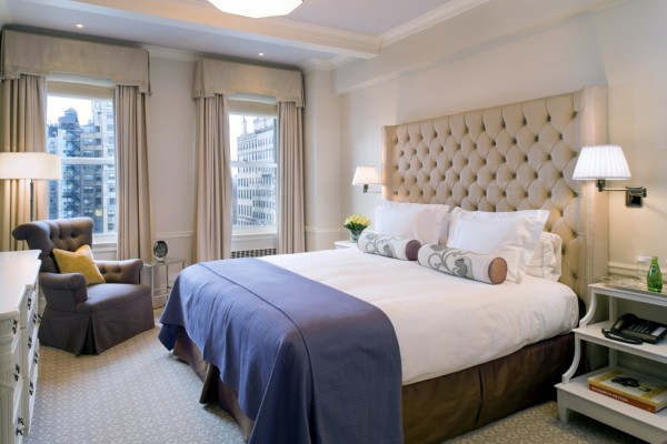 https://suiteness.imgix.net/destinations/new-york/the-carlyle-a-rosewood-hotel/suites/deluxe-2-bedroom-suite/bedroom.tif?w=96px&h=64px&crop=edges&auto=compress,format